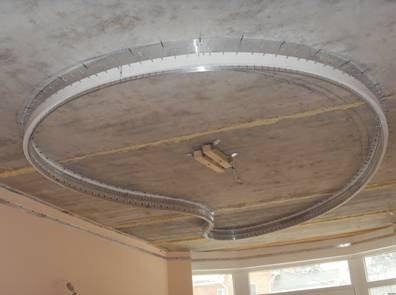 Крепление для люстры должно быть готово до того, как потолок будет натянут.