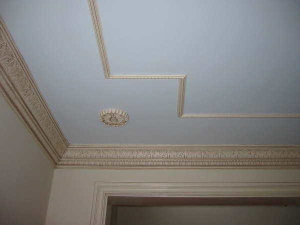 Полиуретановый молдинг на потолок: чем выше потолок, тем шире молдинг
