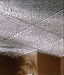 Потолок из полистирольных панелей