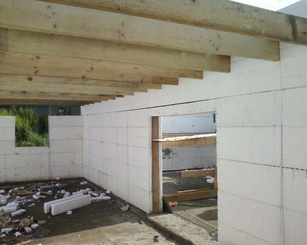 Перекрытие потолка из деревянных балок