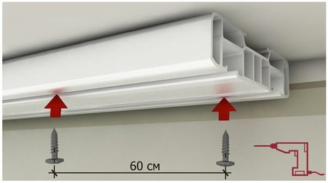 же карнизы под потолок для штор из пластика могут быть снабжены декоративными накладками разного цвета и фактуры. <strong srcset=