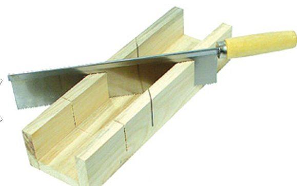 Деревянное стусло с ручной ножовкой