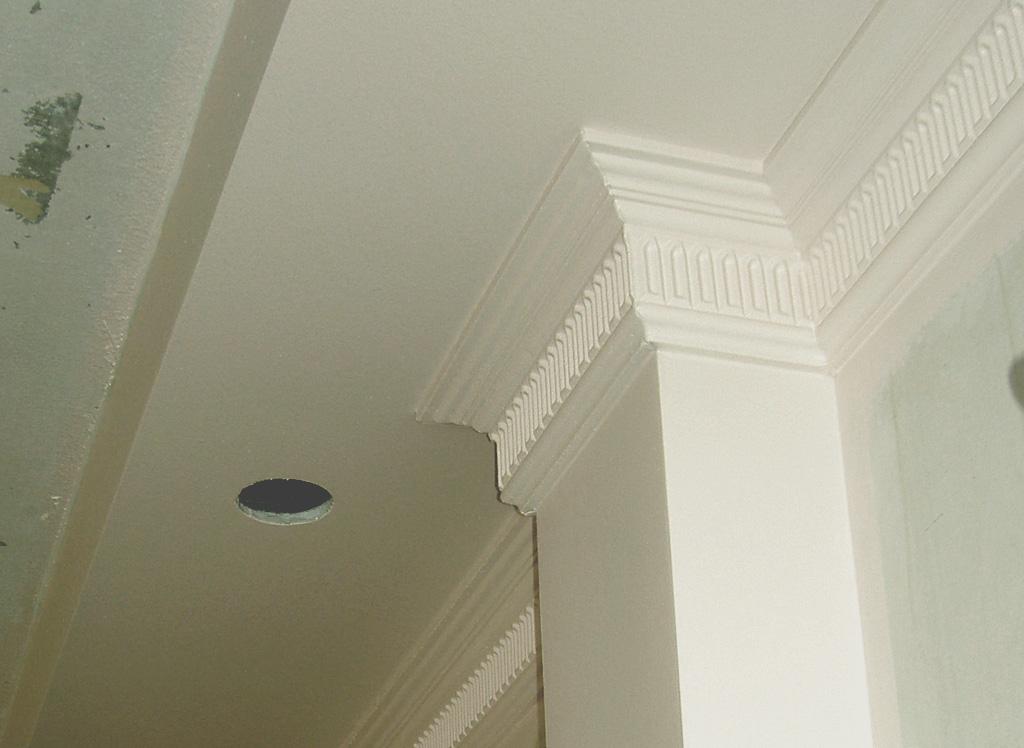 Широкие плинтуса на потолок фото