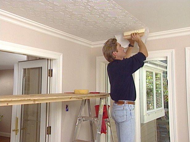 Бесшовные плиты наклеиваются на потолок