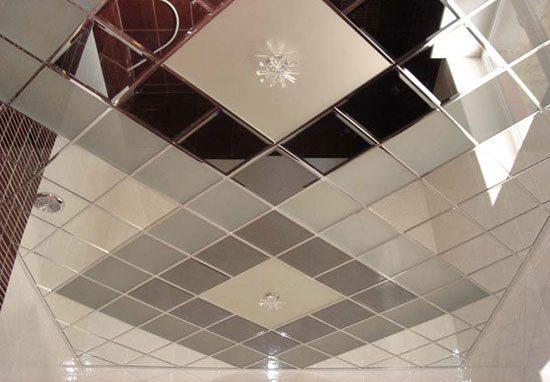 Пример потолка из пвх панелей в виде «змейки»