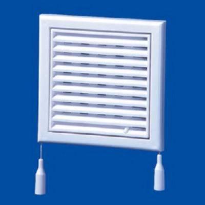 Несложный механизм позволяет при необходимости уменьшить расход воздуха через вентиляцию.