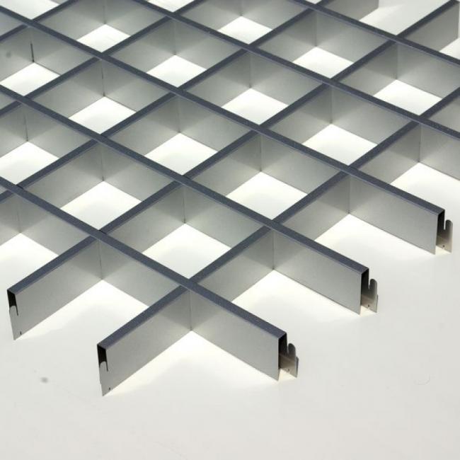 Модель Стандарт - наиболее популярная из всех типов решетчатых потолков и состоит из одинаковых квадратных ячеек.