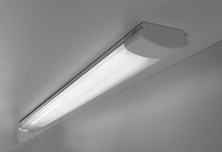 Популярные светильники с люминесцентными лампами обладают неоспоримыми преимуществами перед лампами накаливания.