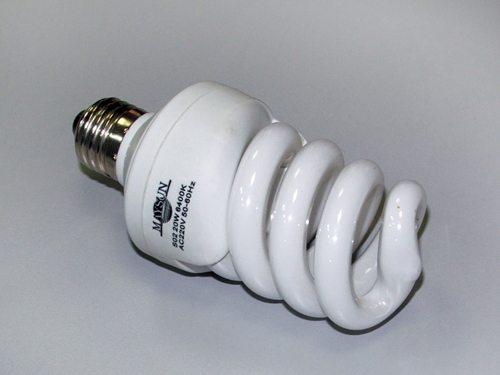 Люминесцентная лампа (экономка)