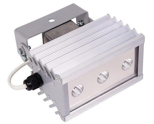 Здесь к отводу тепла подошли серьезно: корпус прожектора представляет собой сплошной радиатор.