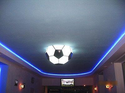Потолок в комнате юного футболиста