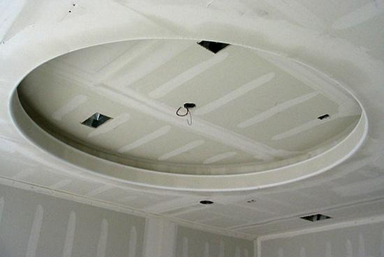 Потолок готов к покраске и монтажу светильников.