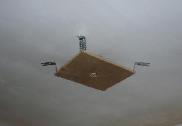 Консоль для крепления люстры на натяжном потолке