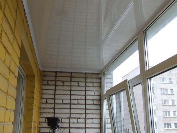 Потолки на балконе из пластиковых панелей