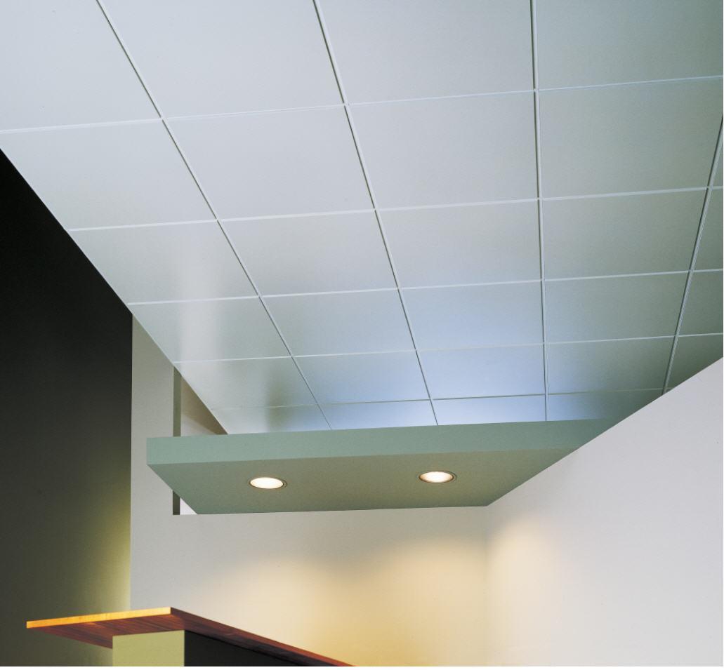 На выставочном стенде потолочная плитка выглядит привлекательно. Попробуем сделать такой же потолок дома.