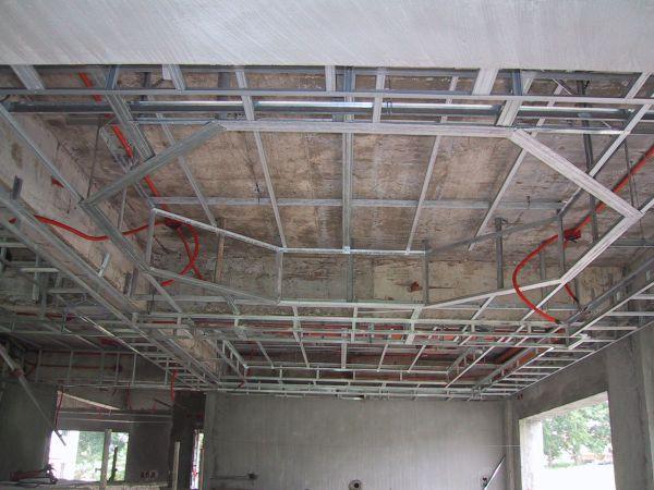 Каркас сложного многоуровневого подвесного потолка