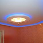 Потолок с неоновой подсветкой