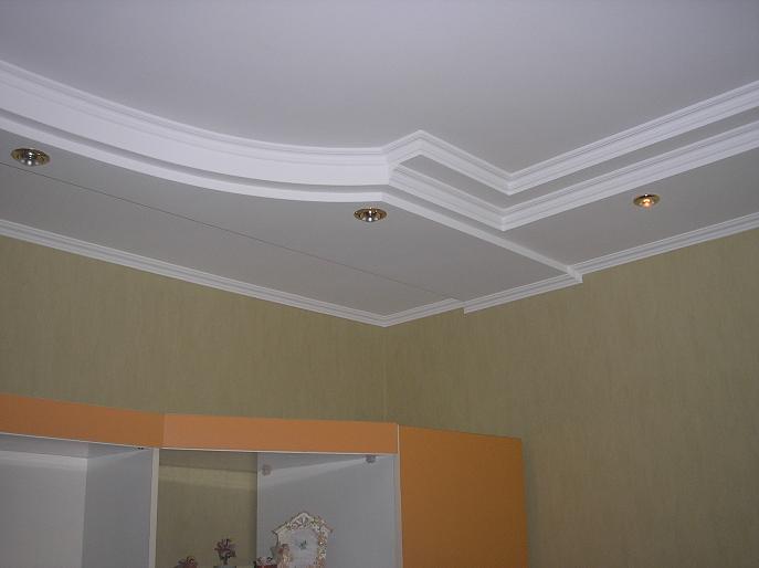 Часть многоуровневого потолка из гипсокартона