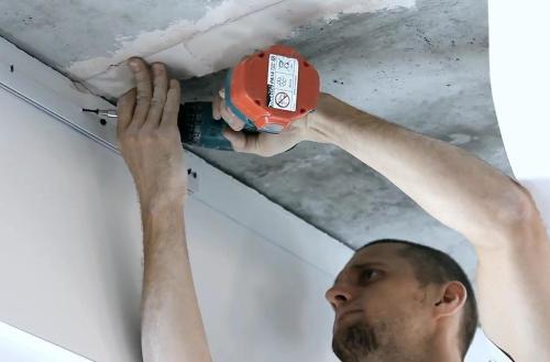 Монтаж кулачкового багета для натяжных потолков