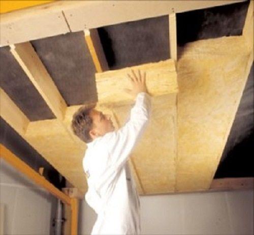 Потолок утепляется минватой под рубероид