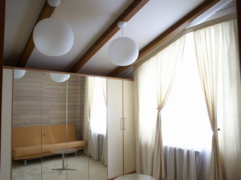 Инновационный вариант - гипсокартонный потолок с выступающими балками