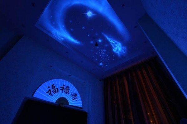 Потолок «Звездное небо» с использованием люминесцентных красок