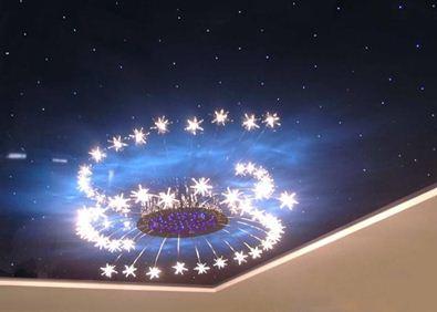 Потрясающая люстра прекрасно вписывается в общую картину «звездного неба»