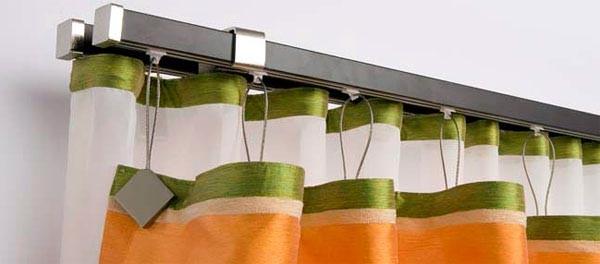 Правильно подобранные карнизы не только надежно удерживают шторы, но и дополняют и украшают их