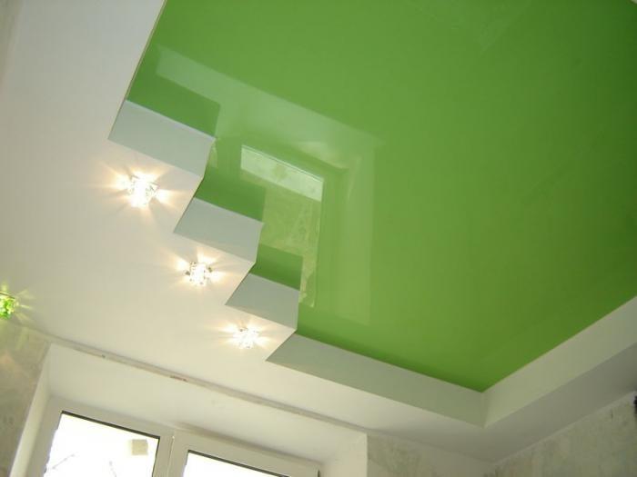 Многочисленные преимущества натяжного потолка предполагают использование любых осветительных приборов.