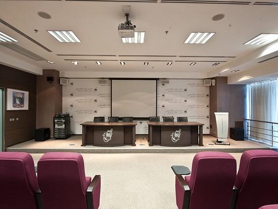 Пресс-центр со встроенной акустикой под потолком с шумоизоляцией