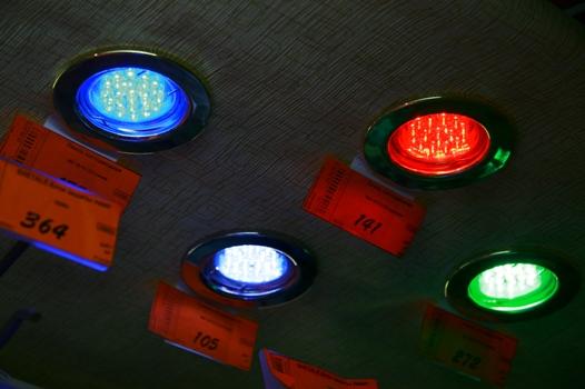 Приборы с внутренним расположением лампочек