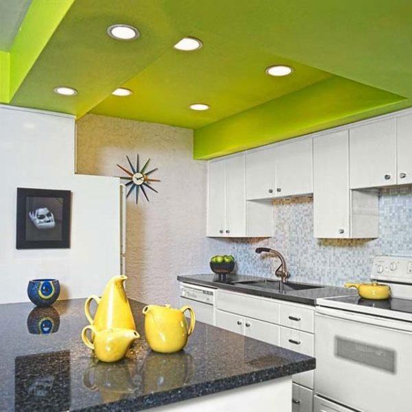 Пример использования яркого цвета на потолке