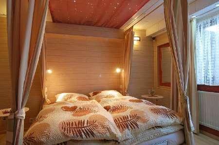 Пример местного освещения в спальне