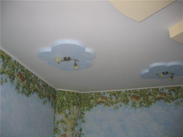 Пример потолка окрашенного при помощи пульверизатора