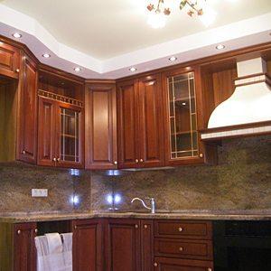 Пример устройства подвесного потолка в кухне