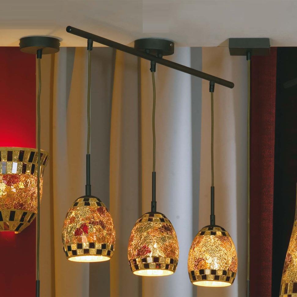 Традиционная бытовая люстра (фр. lustre) в противовес точечному светильнику создает бестеневое освещение.