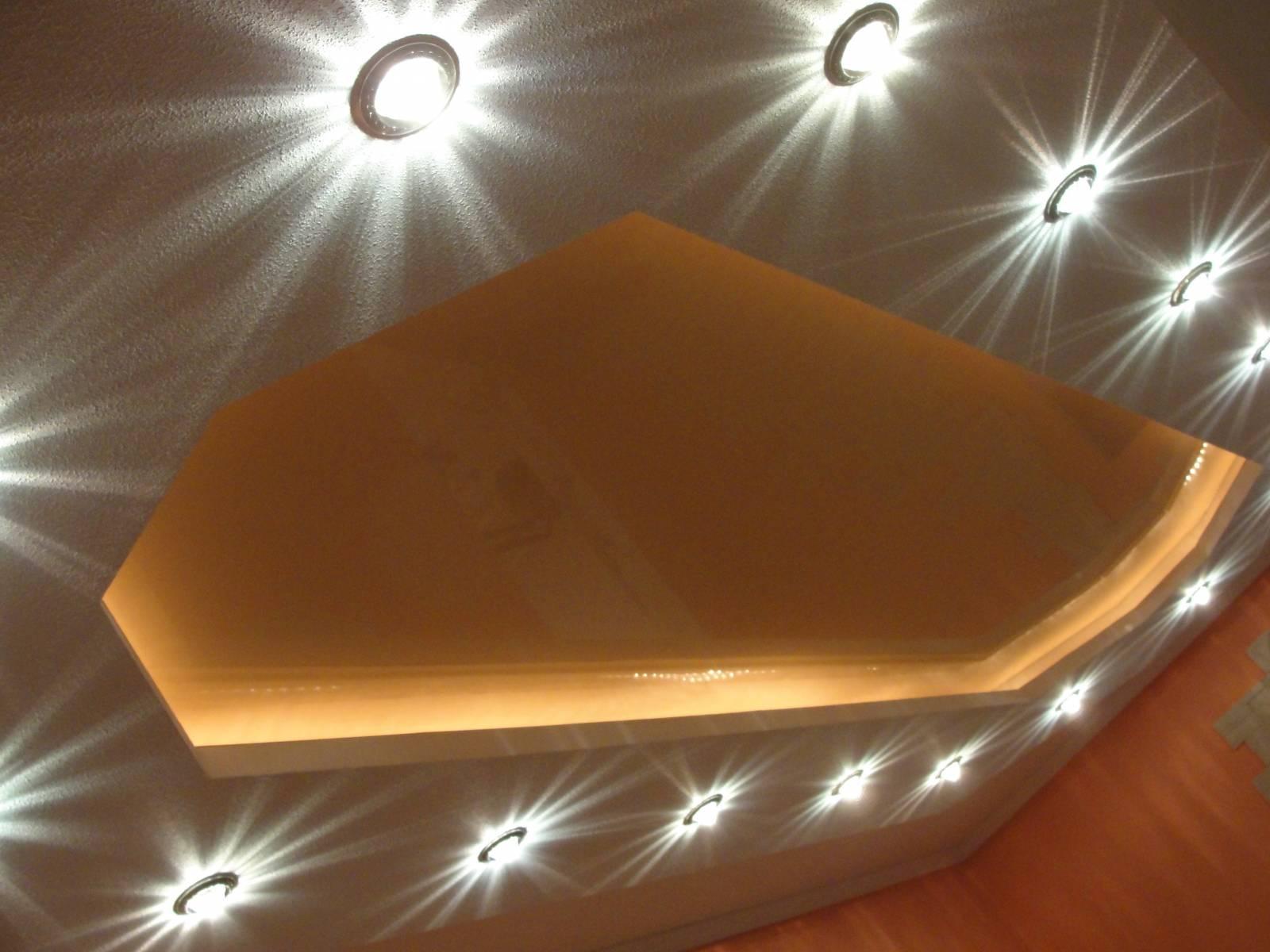 Точечные светильники для потолков фото в интерьере