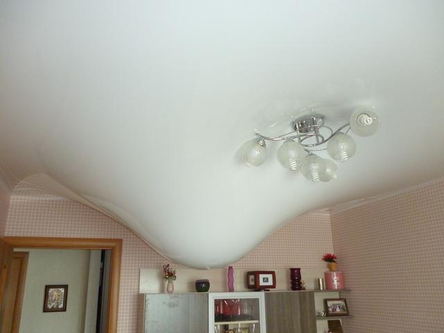 Протекает потолок - что делать в таком случае?