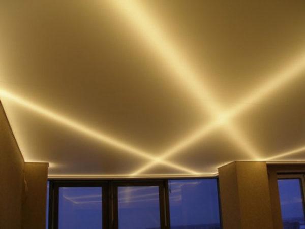 Протянувшиеся лучи света напоминают уже больше не об Огнях святого Эльма, а о танцевальной площадке ночного клуба