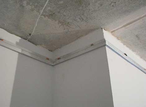 натяжной потолок с багетом фото