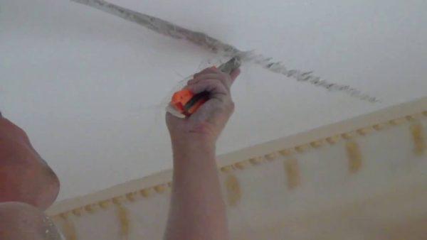Расшивка трещины перед заделкой