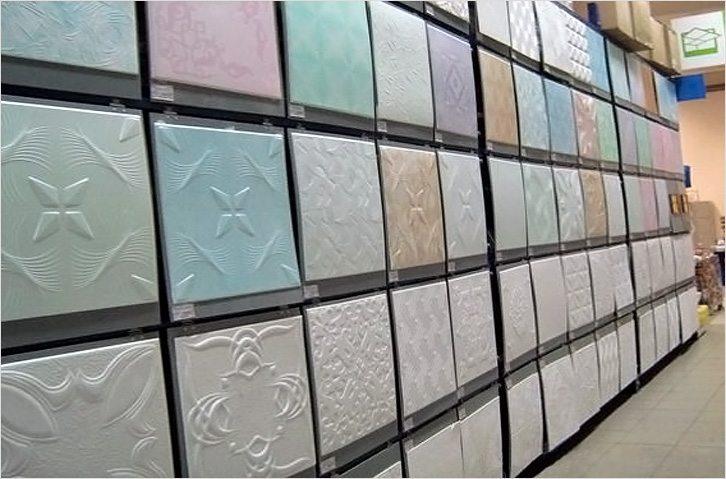 Чтобы закупить плитку в нужном количестве, необходим расчет потолка. Для которого, разумеется, нужно знать размер одной плитки