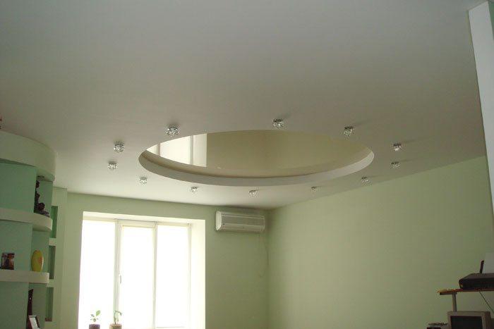 Гипсокартонный потолок в маленькой комнате