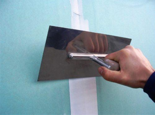 Разумеется, часто швы просто проклеивают бумажной лентой.