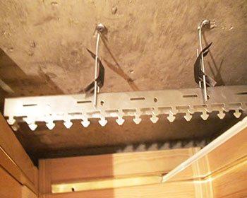 Установка подвесного реечного потолка своими руками видео