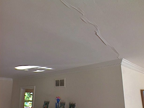 Трещина в гипсокартонном потолке