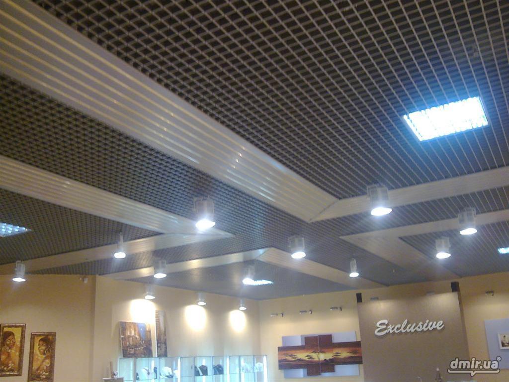 Все решетчатые металлические потолки покрашены особыми составами, которые защищают от коррозии и не подвержены горению.