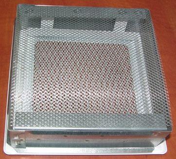 Для защиты от насекомых применяются вентиляционные решетки с сеткой.
