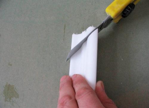 Резку можно осуществлять даже простым канцелярским ножом