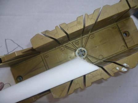 Результат резки пенопластового плинтуса с помощью стусла